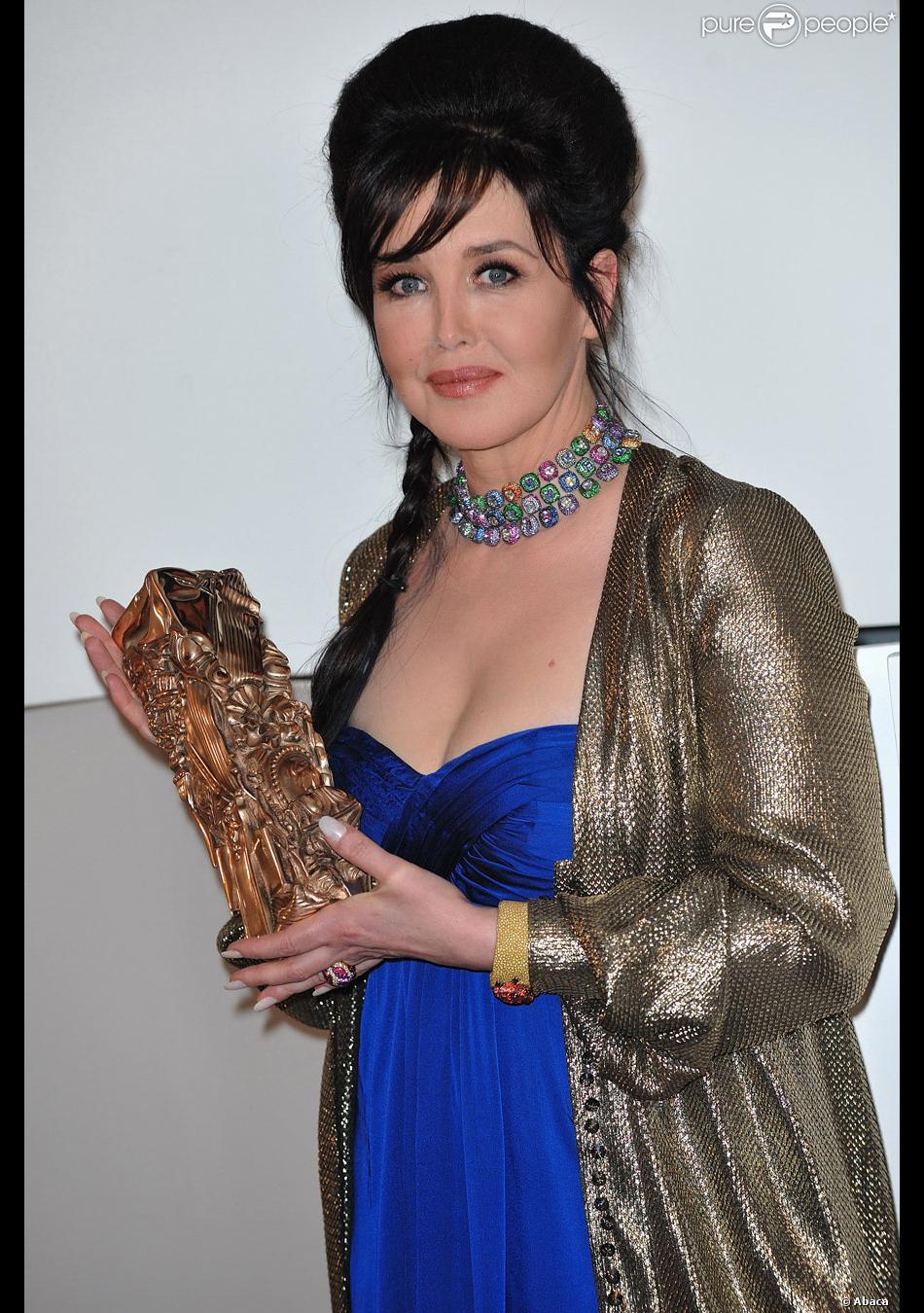 0438d1e49a93dd Isabelle Adjani a reçu son cinquième César en 2010 pour La Journée ...