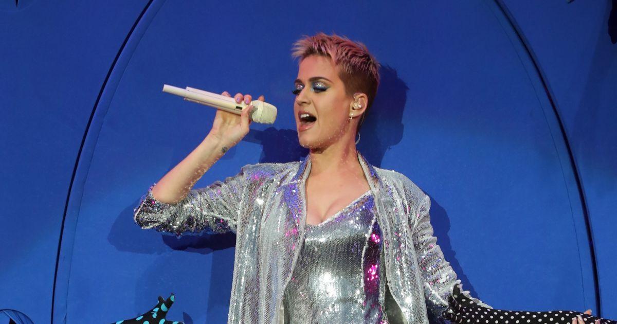 Katy Perry très provocatrice lors d'un concert le premier ...
