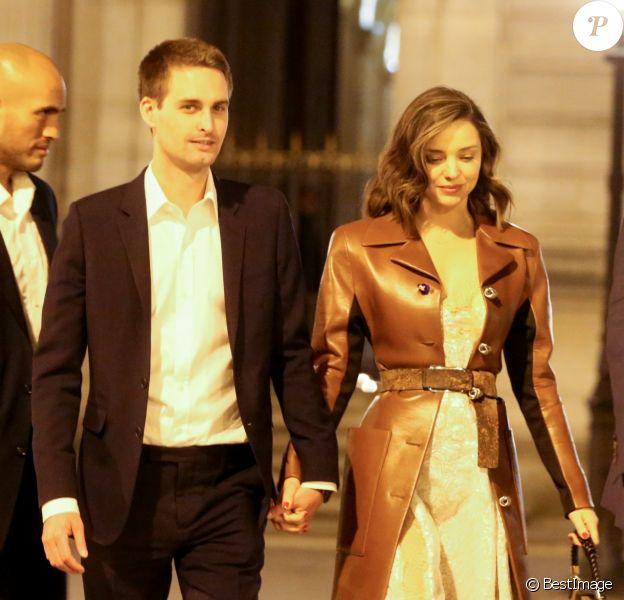 Miranda Kerr et son fiancé Evan Spiegel à Paris, France, le 11 avril 2017.