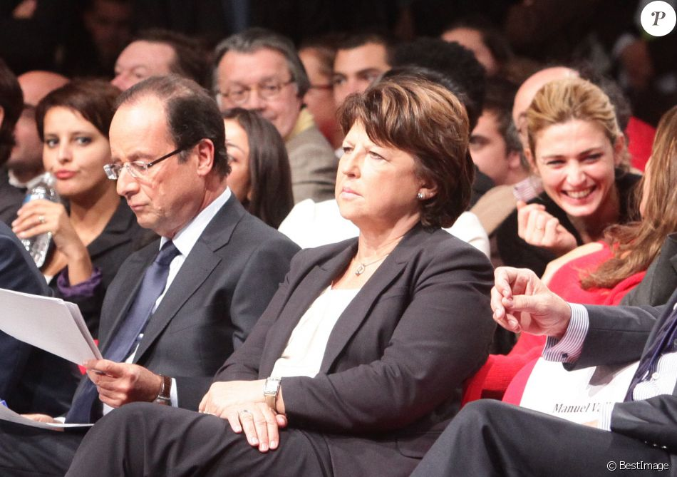 Francois Hollande, Martine Aubry, Manuel Valls, Julie Gayet - Convention d'investiture de Francois Hollande a la tete du PS pour l'election presidentielle de 2012 a la Halle Freyssinet a Paris, le 22 octobre 2011.