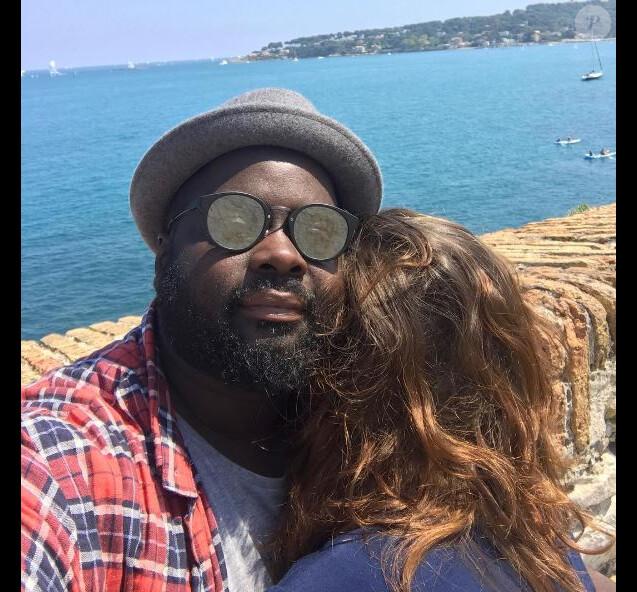 Issa Doumbia a dévoilé une nouvelle photo avec sa chérie, dont l'identité reste secrète.