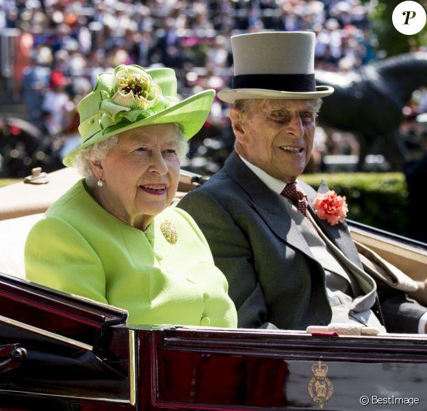 """La reine Elisabeth II d'Angleterre, le prince Philip, duc d'Edimbourg - La famille royale d'Angleterre lors de la première journée des courses hippiques """"Royal Ascot"""" le 20 juin 2017."""