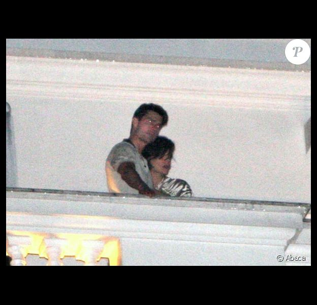 Tom Cruise et sa Katie in love sur le balcon admirant la baie de Rio