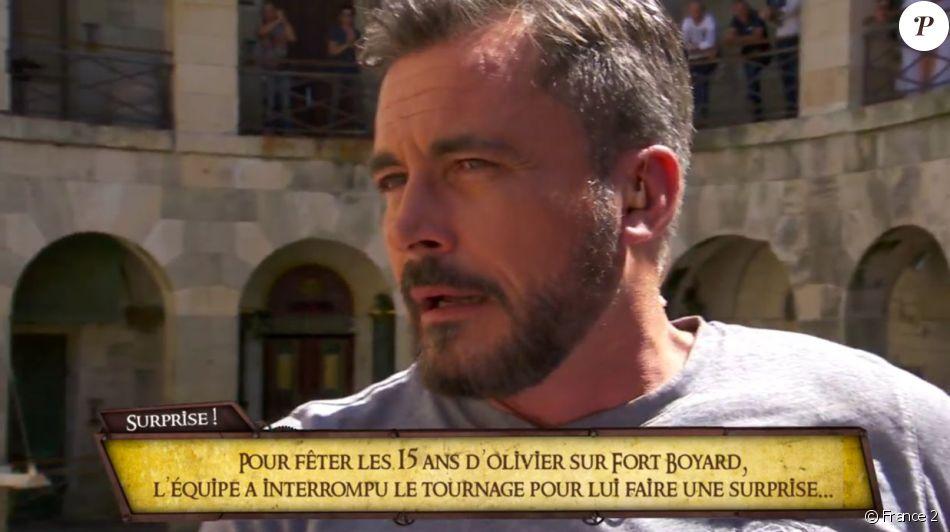 """Olivier Minne très ému lors de la célébration de ses 15 ans passées aux commandes de """"Fort Boyard"""", sur France 2."""