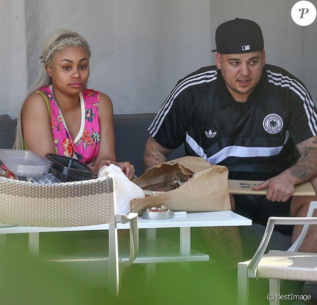 Blac Chyna enceinte déjeune avec son fiancé Rob Kardashian à Miami, le 13 mai 2016