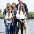 Le roi Willem-Alexander des Pays-Bas, la reine Maxima et leurs filles la princesse Catharina-Amalia, la princesse Alexia et la princesse Ariane ont posé le 7 juillet 2017 sur les bords du lac Kagerplassen à Warmond pour les photographes de presse, rendez-vous incontournable avant les vacances.