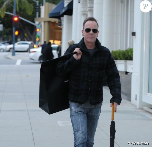 Kiefer Sutherland fait du shopping à Beverly Hills. Los Angeles, le 23 décembre 2016.