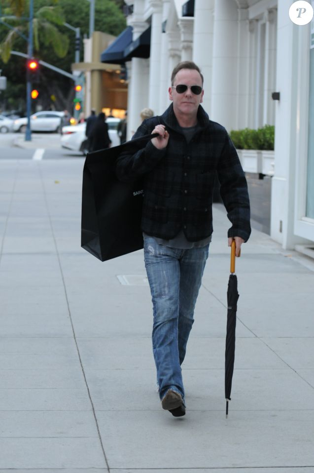Kiefer Sutherland fait du shopping à Beverly Hills. Los Angeles, le 23 décembre 2016.