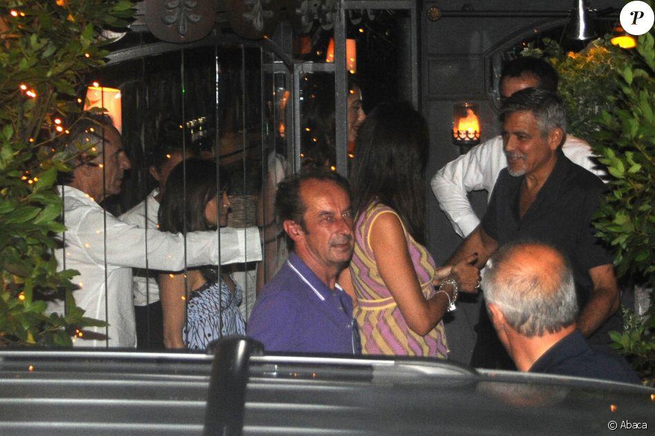 George Clooney et son épouse Amal à la sortie du restaurant à  Cernobbio le 11 juillet 2017