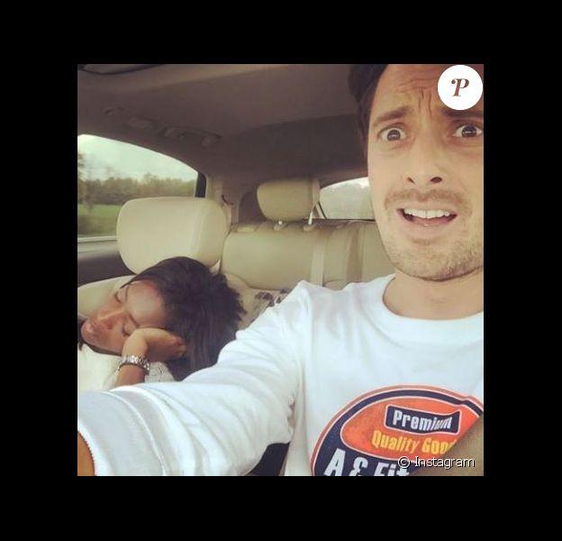 Vincent Cerutti dévoile sur Instagram une photo amusante d'Hapsatou Sy en train de dormir en voiture, juillet 2017.