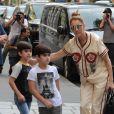 Céline Dion s'est rendue chez l'opticien Meyrowitz avant de rentrer à l'hôtel Royal Monceau, à Paris le 17 juillet 2017.