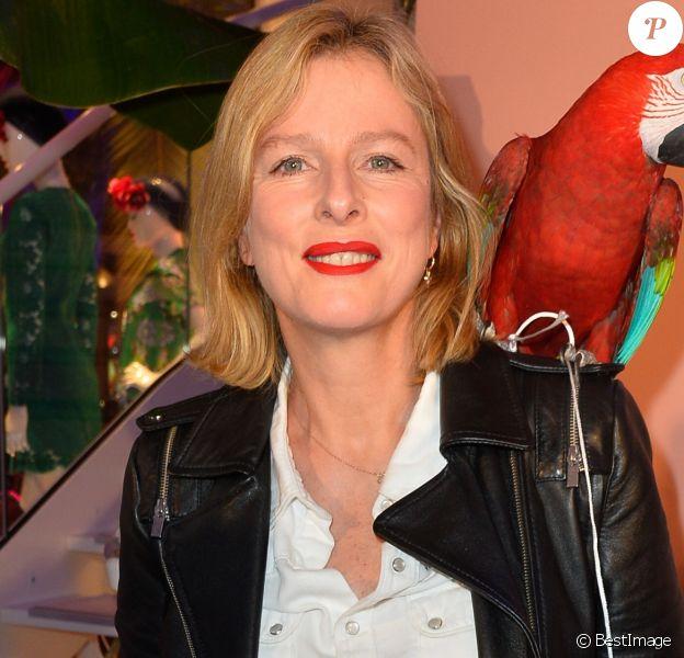 """Semi-Exclusif - Karin Viard lors de la réouverture de la boutique """"Tara Jarmon"""" sur les Champs Elysées à Paris, le 16 mars 2017. © Coadic Guirec/Bestimage"""