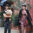 Joseph Gordon-Levitt promène son fils avec son épouse Tasha McCauleyà Silverlake, le 11 février 2017