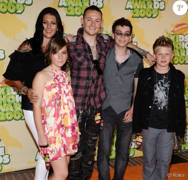 Chester Bennington, ses enfants et sa femme Talinda aux Nickelodeon's 2009 Kids' Choice Awards.