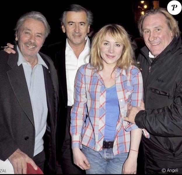 Alain Delon, BHL, Gérard Depardieu et sa fille Julie à la première de Bernard-Henri Lévy, la déraison d'une histoire. 04/02/09