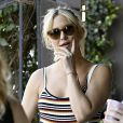 Kate Hudson se balade avec son fils Bingham Hawn Bellamy et des amis dans les rues de Los Angeles, le 15 avril 2017
