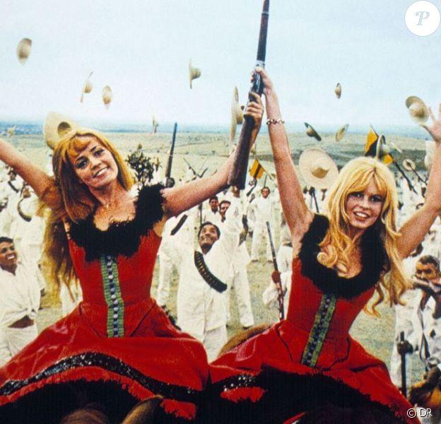 Jeanne Moreau et Brigitte Bardot dans Viva Maria.