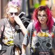 Bella Thorne avec les cheveux rouges se promène à Manhattan Le 19 Juillet 2017