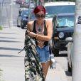 Bella Thorne, cheveux rouges, se promène, assez dénudée, dans les rues de Beverly Hills. Le 11 juillet 2017 © CPA / Bestimage