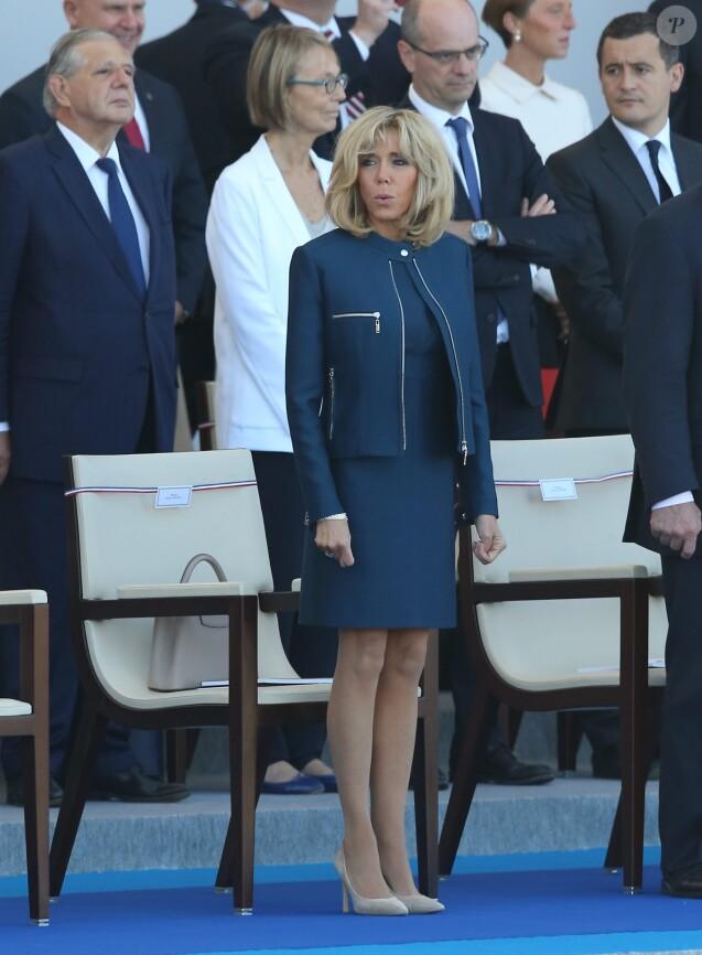 Brigitte Macron lors du défilé du 14 juillet, place de la Concorde, à Paris, le 14 juillet 2017. © Dominique Jacovides/Sébastien Valiela/Bestimage