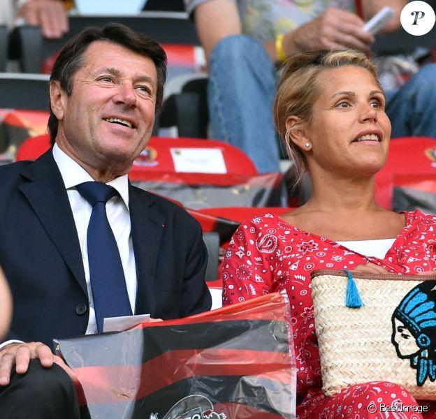 """Christian Estrosi et sa femme Laura Tenoudji, enceinte, lors du match de qualification de la Champions League """"OGC Nice - Ajax d'Amsterdam"""" au stade de l'Allianz Riviera à Nice, le 26 juillet 2017. © Bruno Bebert/Bestimage"""