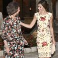 La reine Letizia et le roi Felipe VI d'Espagne ainsi que la reine Sofia accueillaient le 4 août 2017 près de cinq cents convives représentant la communauté des Iles Baléares au palais royal de la Almudaina, à Palma de Majorque, pour le traditionnel dîner de gala offert au cours de leurs vacances.