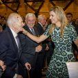 La reine Maxima des Pays-Bas retrouvant son père Jorge Zorreguieta sous le regard de sa mère María del Carmen Cerruti Carricart le 11 octobre 2016 à l'occasion d'une conférence à l'université catholique de Buenos Aires. Jorge Zorreguieta est mort le 8 août 2017 à 89 ans.