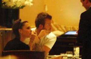 David et Victoria Beckham dînent à Londres... très amoureux !