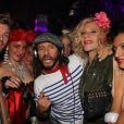 Exclusif - Le DJ Bob Sinclar mixe au Queen à Paris le 4 octobre 2015.