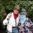 Jacqueline Monsigny et Edward Meeks lors d'une garden Party chez Babette de Rozières, le 27 juin 2010.