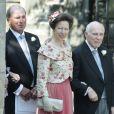 La princesse Anne et, derrière elle, son ex-mari Mark Phillips lors du mariage de leur fille Zara Phillips et de Mike Tindall le 30 juillet 2011 à Edimbourg en Ecosse.