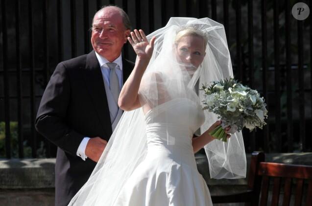 Zara Phillips conduite à l\u0027autel par son père Mark Phillips lors de son  mariage