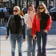 Yolanda Hadid et ses filles Gigi et Bella Hadid. New York, le 29 janvier 2017.