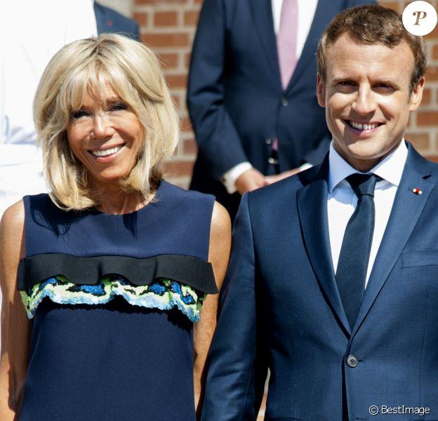 Brigitte Et Emmanuel Macron Nouveau Chien A L Elysee Adopte A La Spa Purepeople