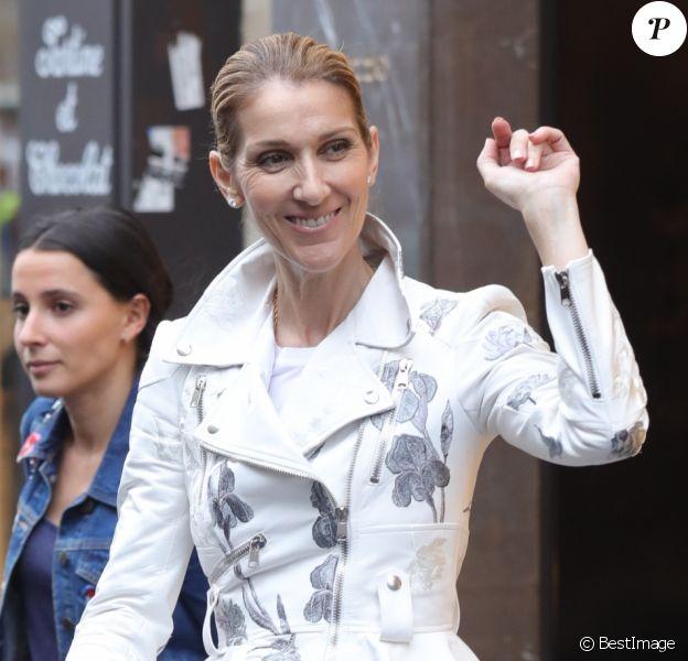 Exclusif - Céline Dion fait du shopping à Paris le 26 juillet 2017.