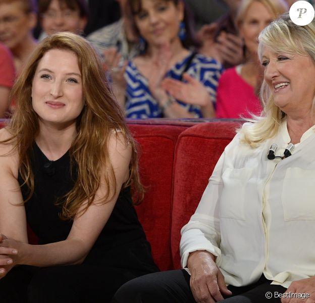 """Charlotte de Turckheim et sa fille Julia Piaton - Enregistrement de l'émission """"Vivement Dimanche"""" à Paris le 13 mai 2015 et qui sera diffusée le 17 Mai 2015."""