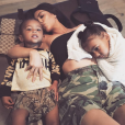 Photo de Kim Kardashian et ses enfants, Saint et North West. Août 2017.