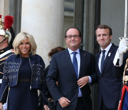 Brigitte Macron fière au côté du président, Hollande et Sarkozy pour les JO