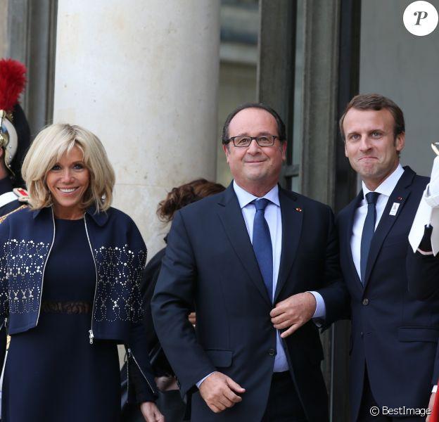 Brigitte Macron, François Hollande et Emmanuel Macron - Les acteurs de la victoire de Paris pour l'organisation des Jeux Olympiques ont été reçus au palais de l'Elysée par le couple présidentiel. Le 15 septembre 2017 © Dominique Jacovides / Bestimage