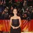Natalie Portman, toute vêtue de noir, court en bas et décolleté en haut... une beauté seule au monde !