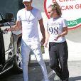 Jeremy Meeks et sa compagne Chloe Green sont allés acheter une boisson à emporter dans une station essence à Calabasas, le 24 septembre 2017