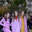 Les soeurs Este, Danielle et Alana Haim (groupe HAIM) - Défilé de mode Valentino collection prêt-à-porter Printemps/Eté 2018 lors de la Fashion Week de Paris, le 1er octobre 2017.
