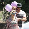 Chris Hemsworth, sa femme Elsa Pataky et leur fille India se rendent dans un cabinet médical à Malibu, le 10 avril 2014.