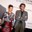 Le chanteur Raphael et sa compagne Mélanie Thierry - Soirée d'ouverture de la 7e édition du Festival Lumière 2015 à la Halle Tony-Garnier à Lyon le 12 octobre 2015.