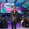 Julien remporte Secret Story 10 et 100 000 euros lors de la finale le 17 novembre 2016.