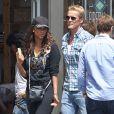 Tyra Banks se balade avec son petit ami Erik Asla dans les rues de Venice, le 15 juin 2013.