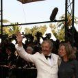 """Jean Rochefort et sa femme Françoise Vidal lors des marches du film """"Dogville"""" pendant le 56ème Festival International du Film de Cannes, le 19 mai 2003. © Frédéric Piau/Bestimage"""