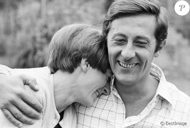 Archives - No Web No Chaines TV - En France, Jean Rochefort chez lui avec sa femme Alexandra le 1 juillet 1965.01/07/1965 -