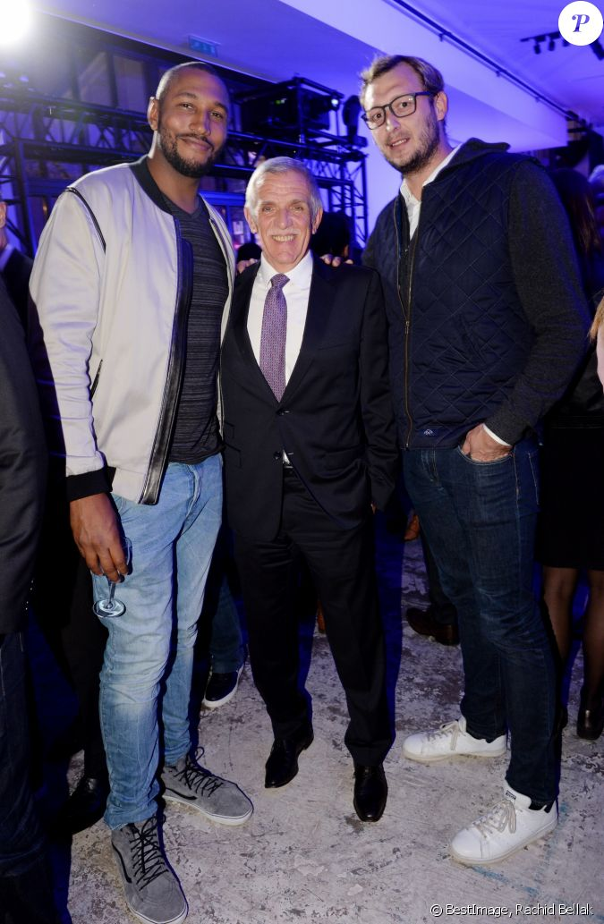 marc luini directeur g n ral de jaguar land rover france entre boris diaw et amaury leveaux. Black Bedroom Furniture Sets. Home Design Ideas