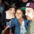 Selena Gomez à la rencontre de ses fans à la sortie du cinéma Archlight à Los Angeles le 19 aout 2017.